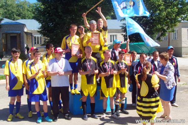 Министр поздравил победителей областных соревнований среди психоневрологических интернатов по мини-футболу и шашкам