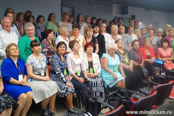 Пенсионеры, прошедшие в соцзащите обучение компьютерной грамотности, приняли участие во Всероссийском слете